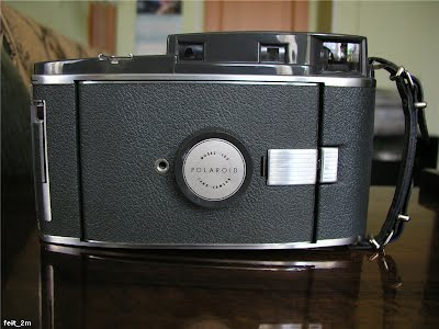 Polaroid Land Camera 160 front closed
